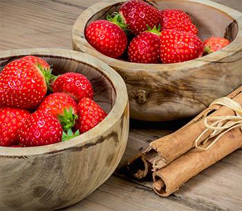 Strawberries and cinnamon sticks